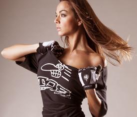 tos_model_shirt